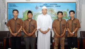 Gubernur NTB (tengah) bersama para Pemuda Pelopor