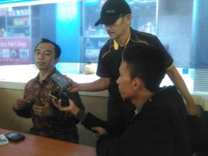 HM Syamsul Lutfhi SE ,MSI saat diwawancarai setelah acara Diskusi Publik di Planet Garden Selong