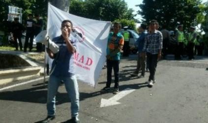 GEBPMAD, Desak Penegak Hukum Periksa Bansos 2012 Di Dompu.