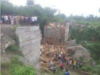 Ambruknya Jembatan, Pembawa Berkah Bagi Juru Parkir Dadakan